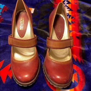 Kenneth Cole red & tan leather heels.